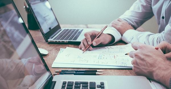 Quản lý tài khoản và người dùng